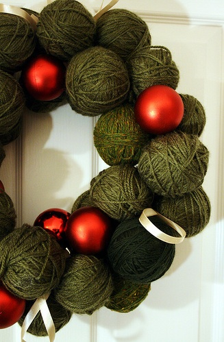 Yarnball wreath