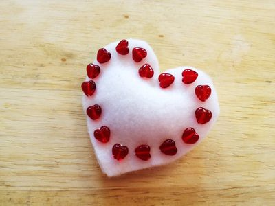 White felt heart pin by Chris Olson at Momathon