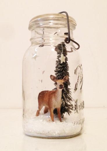 Winter_woodland_scene_in_a_bell_jar
